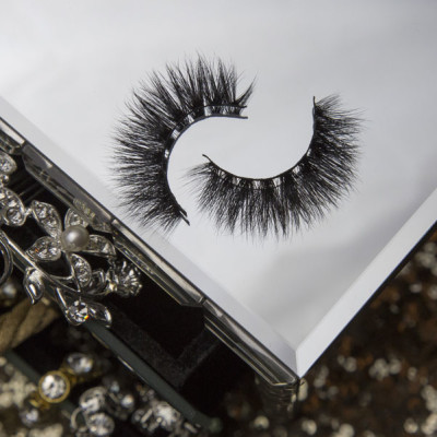 Showstopper---Main-Lash-Image-Square